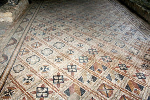 Geometric patterns in Grid characteristics of the earlier Aquitaine School of mosaics