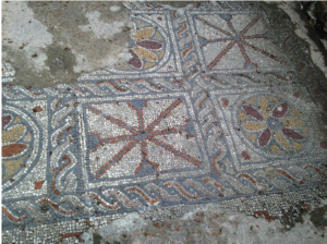 Geometric patterns of the early Aquitaine school of mosaics